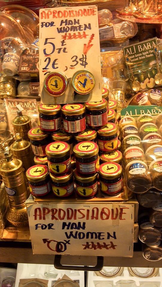 Dicen que también cura el asma y la pediculosis. Mercado de especias de Estambul.