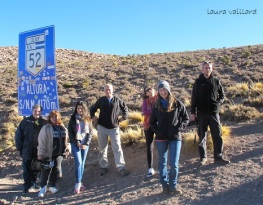 El grupo de periodistas que viajamos, en el punto más alto de la cuesta de Lipán